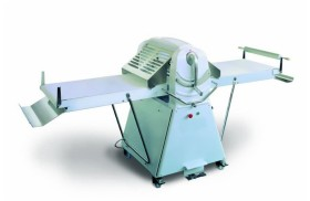 Manual roller machine for dough